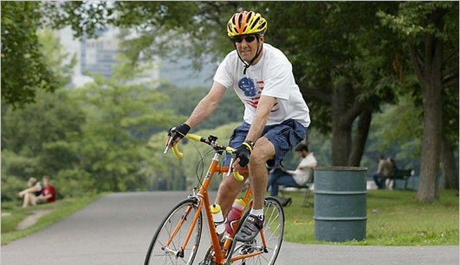 Στο νοσοκομείο πέρασε τη νύχτα ο Τζον Κέρι μετά το ατύχημα με το ποδήλατο