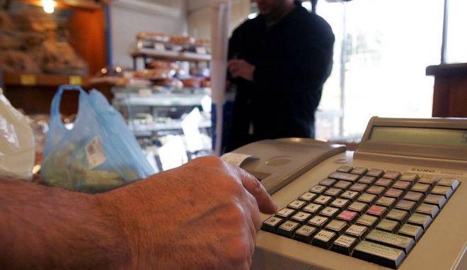 Γόρδιος δεσμός για Ελλάδα - δανειστές ο ΦΠΑ. Συμφωνούν στο μοντέλο, διαφωνούν στους συντελεστές
