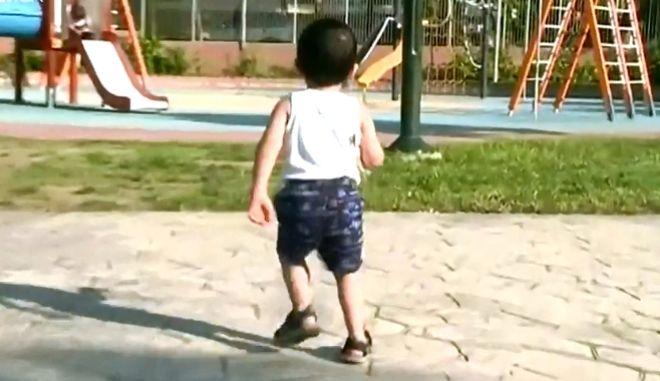 Δεν επέτρεψαν την είσοδο 3χρονου σε παιδότοπο επειδή είχε σωληνάκι στη μύτη
