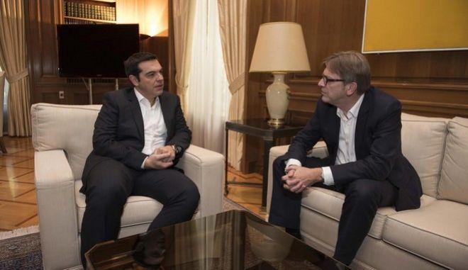 Σήμερα, 9 Νοεμβρίου 2015, ο Πρωθυπουργός Αλέξης Τσίπρας υποδέχθηκε στο γραφείο του τον Πρόεδρο της ομάδας της Συμμαχίας Φιλελεύθερων και Δημοκρατών στο Ευρωπαϊκό Κοινοβούλιο, κ. Γκυ Φερχόφστατ.  Κατά τη συνάντησή τους η συζήτηση επικεντρώθηκε στο προσφυγικό ζήτημα, καθώς και στο ρόλο που καλείται να αναλάβει το Ευρωπαϊκό Κοινοβούλιο στην παρακολούθηση του ελληνικού προγράμματος και των συνεπειών του. Ο κ. Φερχόφστατ εξέφρασε τη στήριξή του επί του αιτήματος αυτού που διατύπωσε η Ελληνική Κυβέρνηση.