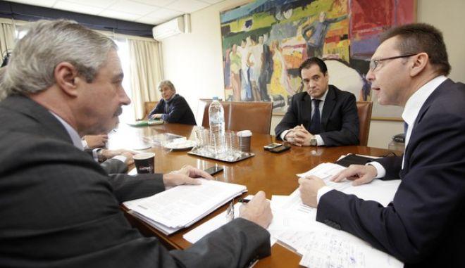 Έκτακτη σύσκεψη την Τετάρτη 25 Δεκεμβρίου 2013,  για την αναζήτηση λύσεων για την αιθαλομίχλη που πνίγει τις μεγάλες πολεις της χώρας. Στη σύσκεψη, συμμετείχαν οι υπουργοί Οικονομικών, Γιάννης Στουρνάρας, Υγείας Άδωνις Γεωργιάδης και Ενέργειας Γιάννης Μανιάτης. (EUROKINISSI/ΓΕΩΡΓΙΑ ΠΑΝΑΓΟΠΟΥΛΟΥ)