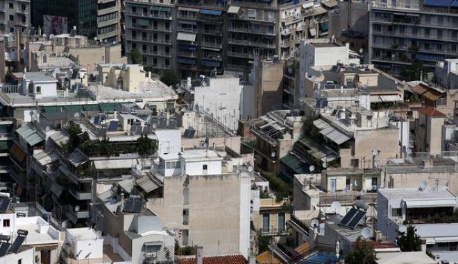 Πολυκατοικίες στην Αθήνα την Δευτέρα 10 Αυγούστου 2015.  (EUROKINISSI/ΣΤΕΛΙΟΣ ΜΙΣΙΝΑΣ)