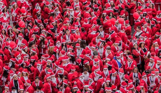 'Κοκκίνισαν' τα Χανιά από Άγιους Βασίληδες που συμμετείχαν στο 5ο Santa Run