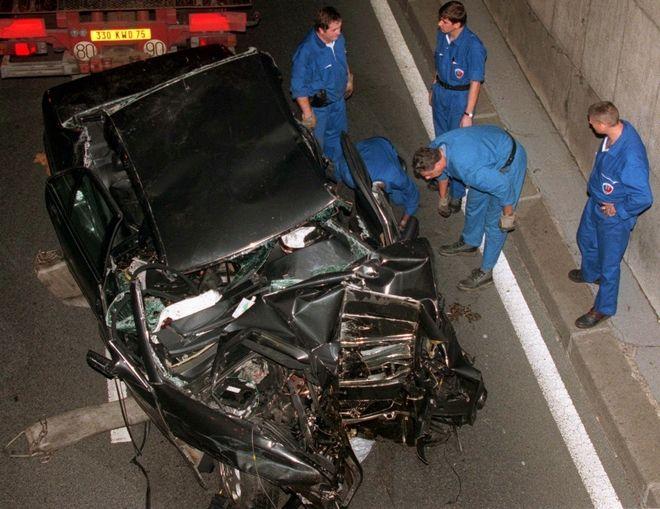 Το τρακαρισμένο αυτοκίνητο όπου έχασε τη ζωή της η Νταϊάνα