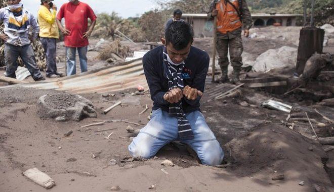Βυθισμένη στη στάχτη και τη λάβα η Γουατεμάλα
