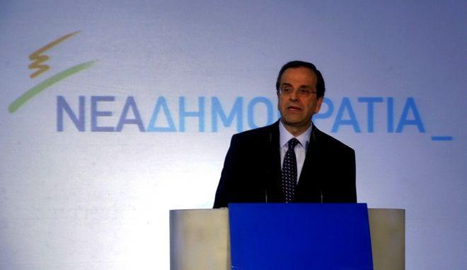 ΑΘΗΝΑ-Στα νέα γραφεία της ΝΔ ο Αντ. Σαμαράς παρουσιάζει το καινούργιο έμβλημα του κόμματος.(EUROKINISSI-ΒΑΙΟΣ ΧΑΣΙΑΛΗΣ)