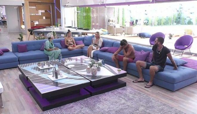Big Brother 2: Η οικειοθελής αποχώρηση και οι στενές επαφές Παναγιώτη - Ανχελίτα