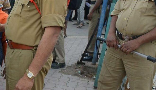 Ινδία: Μετά τα σκονάκια των γονέων, τώρα και υποψήφιοι αστυνομικοί πιάστηκαν να 'κλέβουν'