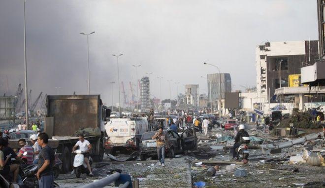 Τεράστια καταστροφή στους δρόμους της Βηρυττού μετά την έκρηξη