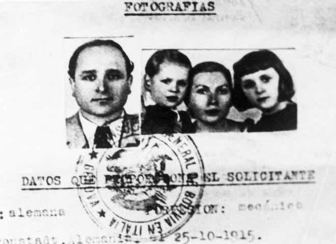 To διαβατήριο του Μπάρμπι με το οποίο διέφυγε στη Βολιβία