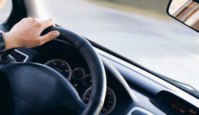 Κατατέθηκε στη Βουλή το σχέδιο νόμου για τις άδειες οδήγησης
