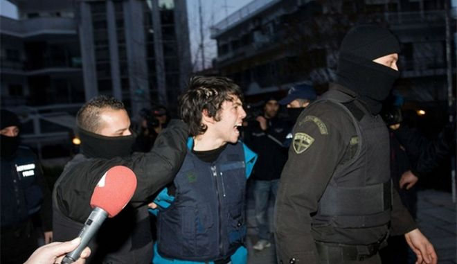 Οι 4 συλληφθέντες στο Βελβεντό καταγγέλλουν τους αστυνομικούς για βασανιστήρια με ξύλο και κουκούλες
