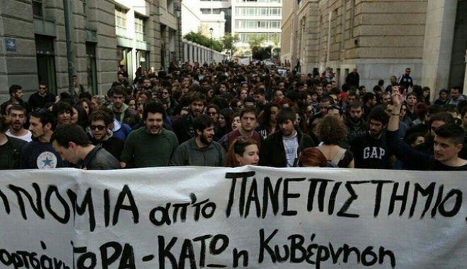 Επιτυχία Φορτσάκη! Μεγάλες πορείες φοιτητών μετά την καταστολή στη Νομική...