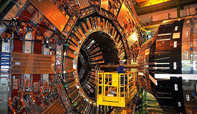 CERN: Ενδείξεις ανακάλυψης νέου βαρέος σωματιδίου