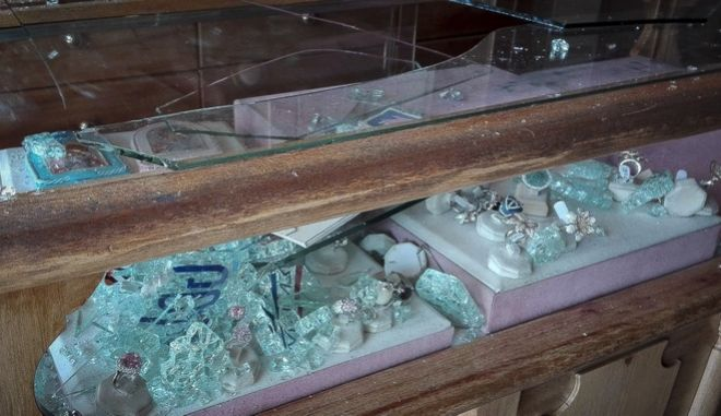 Ληστεία σε κοσμηματοπωλείο στα Λιόσια