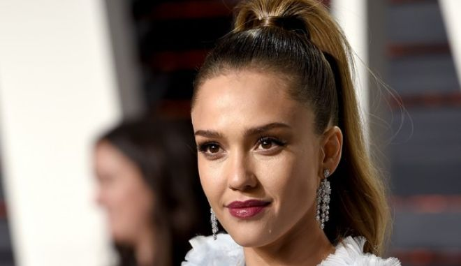 Jessica Alba arrives at the Vanity Fair Oscar Party on Sunday, Feb. 26, 2017, in Beverly Hills, Calif. (Photo by Evan Agostini/Invision/AP)