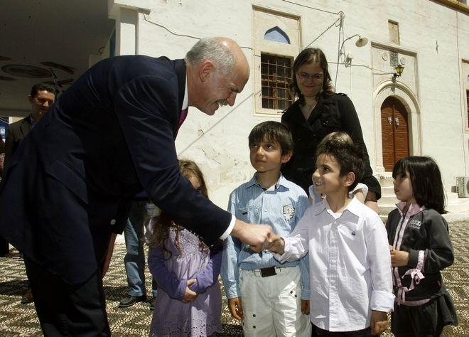 Στιγμιότυπο από την επίσκεψη του πρώην Πρωθυπουργού Γιώργου Παπανδρέου στο Καστελόριζο, Παρασκευή 23 Απριλίου 2010