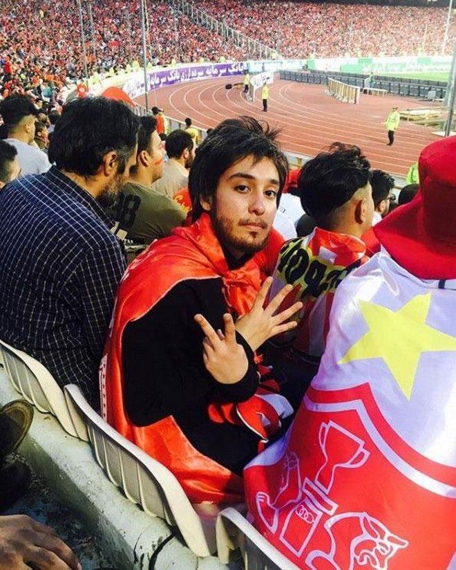 Οπαδοί σε ποδοσφαιρικό αγώνα στο Ιράν