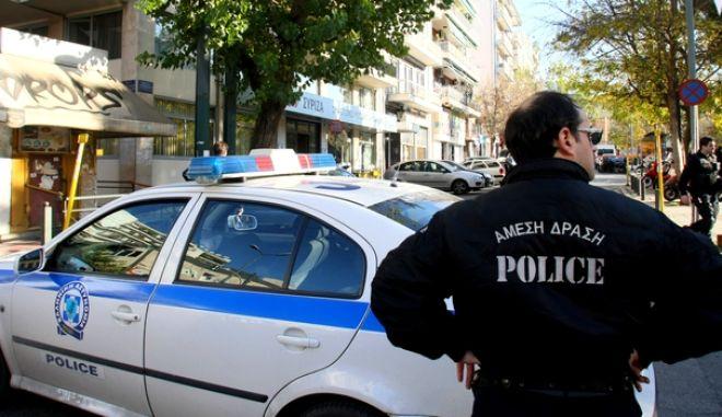 Αστυνομικά μέτρα περιμετρικά των γραφείων του ΣΥΡΙΖΑ στην οδό Κουμουνδούρου, μετά από το  το τηλεφώνημα που έγινε το μεσημέρι της Δευτέρας 22 Δεκεμβρίου 2014, και προειδοποιούσε για την τοποθέτηση βόμβας. (EUROKINISSI/ΤΑΤΙΑΝΑ ΜΠΟΛΑΡΗ)