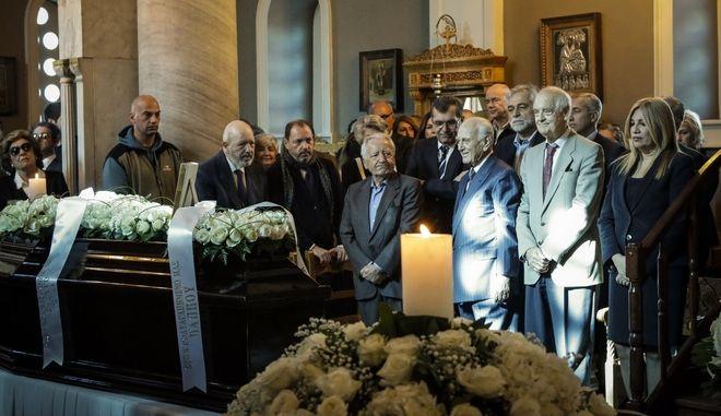 Η νεκρώσιμος ακολουθια του δημοσιογραφου Γιάννη Καψή στο Α' Νεκρροταφείο, τελέστηκε σήμερα, Τετάρτη 15 Νοεμβρίου 2017 (EUROKINISSI//ΓΙΑΝΝΗΣ ΠΑΝΑΓΟΠΟΥΛΟΣ)