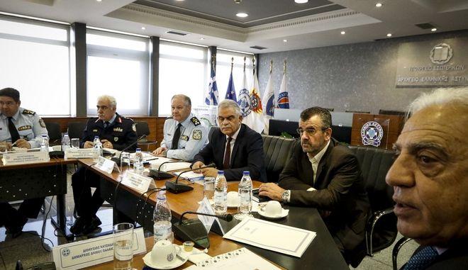Συνάντηση του υπουργού Προστασίας του Πολίτη, Νίκου Τόσκα με δημάρχους των νοτίων προαστίων (Γλυφάδας, Βάρης-Βούλας-Βουλιαγμένης και Ελληνικού-Αργυρούπολης) με αφορμή τα αλλεπάλληλα κρούσματα εγκληματικότητας στις περιοχές τους.