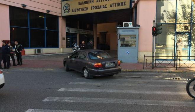 Πυροβολισμοί κοντά στην Τροχαία Αττικής κατά την απόπειρα απόδρασης κρατουμένου
