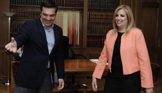 Συνάντηση του πρωθυπουργού Αλέξη Τσίπρα με την πρόεδρο του ΠΑΣΟΚ και επικεφαλής της Δημοκρατικής Συμπαράταξης, Φώφη Γεννηματά, με αντικείμενο τον εκλογικό νόμο την Πέμπτη 23 Ιουνίου 2016. (EUROKINISSI/ΤΑΤΙΑΝΑ ΜΠΟΛΑΡΗ)