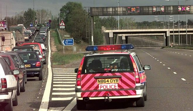 Περιπολικό της βρετανικής αστυνομίας στον αυτοκινητόδρομο M1