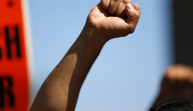 Διαδηλωτές κόντρα στις μισθολογικές ανισότητες