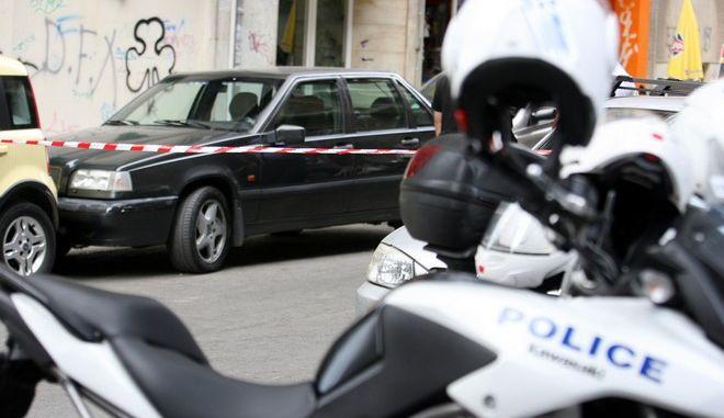 Αστυνομικοί πραγματοποιούν έρευνες