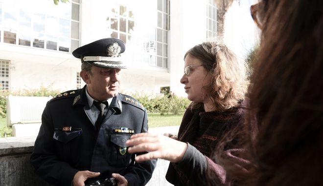 Επεισόδιο προκλήθηκε το πρωί της Τετάρτηυς 1 Νοεμβρίου 2017, στο Εφετείο, όπου συνεχίζεται η δίκη της Χρυσής Αυγής, από ομάδα χρυσαυγιτών, οι οποίοι πέταξαν τρικάκια, φώναξαν συνθήματα και επιτέθηκαν σε επιβάτες τρόλει χτυπώντας δύο γυναίκες, η μία από τις οποίες είναι δικηγόρος που συμμετέχει στη δίκη.  (EUROKINISSI/ΤΑΤΙΑΝΑ ΜΠΟΛΑΡΗ)