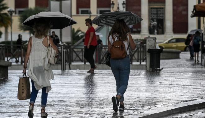 Βροχή στο κέντρο της Αθήνας (φωτογραφία αρχείου)