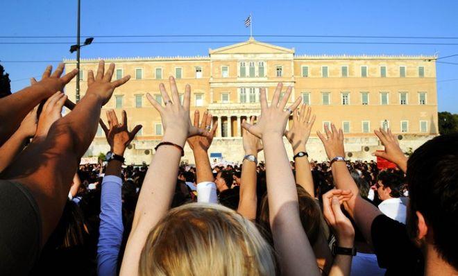 ΑΘΗΝΑ-ΣΥΝΤΑΓΜΑ-Ειρηνικές διαδηλώσεις, στα ισπανικά πρότυπα, διοργανώνουν  ομάδες νεαρών ακτιβιστών πολιτών, υπό τον τίτλο «Αγανακτισμένοι Πολίτες»(PHASMA/Μ.ΚΑΡΑΓΙΑΝΝΗΣ)