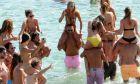 Εις υγείαν των κορόιδων: Τετραήμερο πάρτι χλιδής στη Μύκονο οργάνωσε ο Β. Μηλιώνης, κατηγορούμενος για το σκάνδαλο της ENERGA