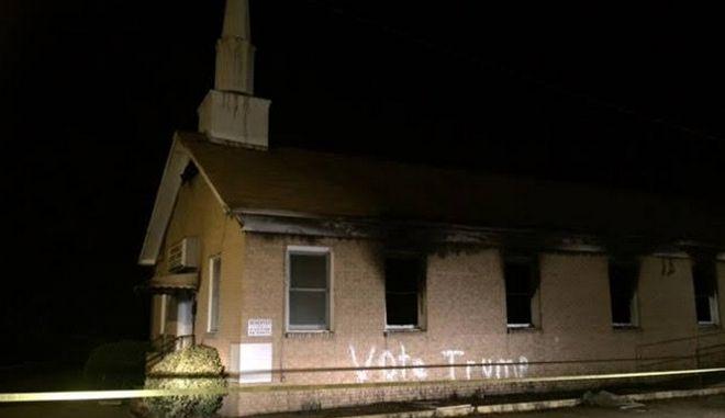 Συνθήματα υπέρ του Τραμπ σε εκκλησία μαύρων στο Μισισιπή που πυρπολήθηκε