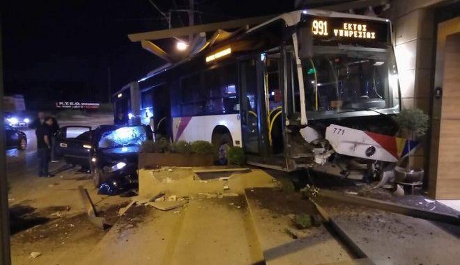 Το λεωφορείο του ΟΑΣΘ μετά το τροχαίο