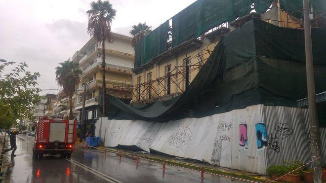 Υποχώρησαν σκαλωσιές σε υπό ανακαίνιση κτίριο στην Καλαμάτα
