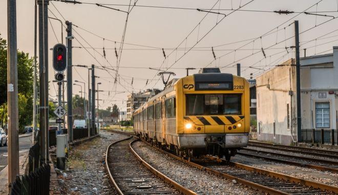 Τραίνο στην Πορτογαλία (φωτογραφία αρχείου)
