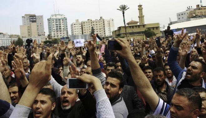 Δεκάδες τραυματίες σε συγκρούσεις διαδηλωτών με ισραηλινές δυνάμεις στη Δυτική Όχθη