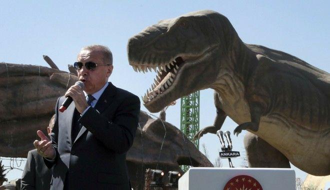 Ο Ερντογάν μαζί με τον T Rex