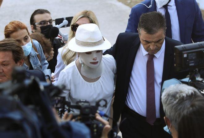 Η Ιωάννα Παλιοσπύρου φτάνει στο Μικτό Ορκωτό Δικαστήριο της Αθήνας.