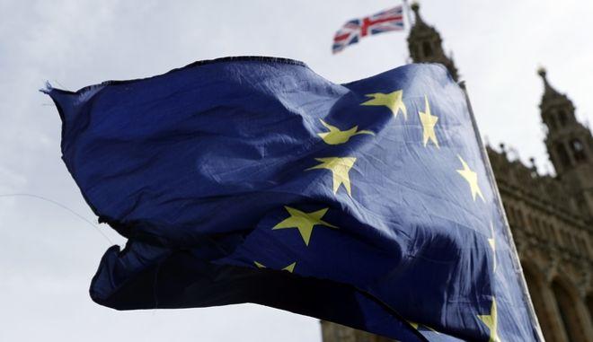 Σημαία της ΕΕ σε διαδήλωση κατά του Brexit στο Λονδίνο