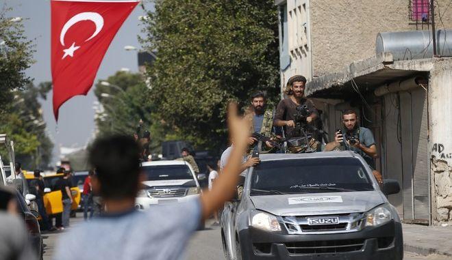 Παρά τη διεθνή κατακραυγή η Τουρκία συνεχίζει την προέλασή της επί συριακού εδάφους