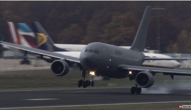 Βίντεο: Προσγειώσεις 'τρόμου' στην Κολωνία - Ο αέρας έπαιρνε τα αεροσκάφη