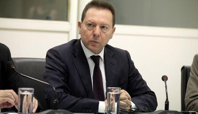 Ο υπουργός Ανάπτυξης και Ανταγωνιστικότητας Κωστής Χατζηδάκης και ο Πρόεδρος της Ευρωπαϊκής Τράπεζας Επενδύσεων (EIB) Werner Hoyer υπόγραψαν  τη συμφωνία για τη συμμετοχή της ΕΤΕπ στο Ελληνικό Επενδυτικό Ταμείο. Στην τελετή και ο υπουργός Οικονομικών Γιάννης Στουρνάρας.(EUROKINISSI-ΓΙΩΡΓΟΣ ΚΟΝΤΑΡΙΝΗΣ)