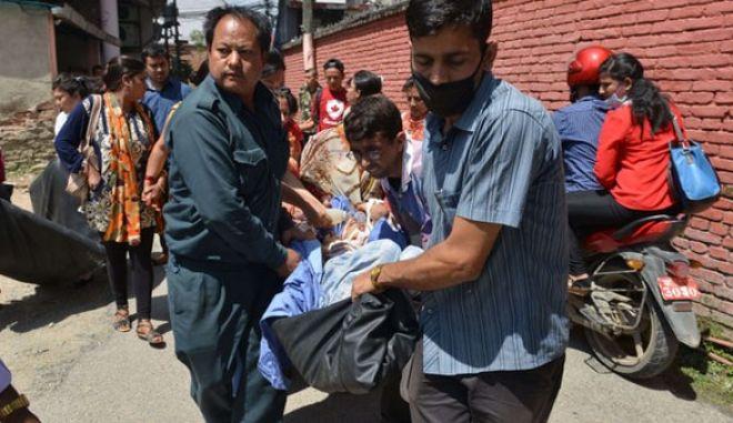 Ινδία: 17 νεκροί από το δεύτερο σεισμό στο Νεπάλ