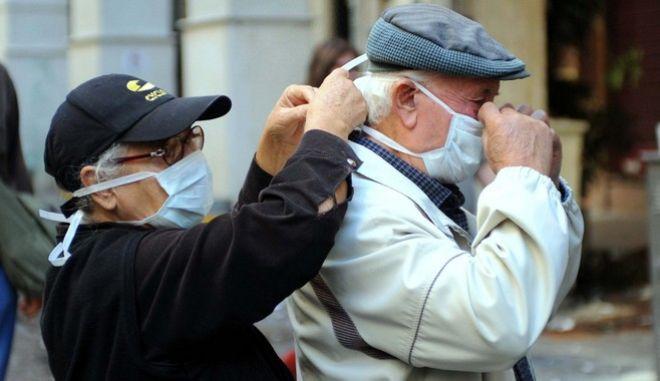 Ηλικιωμένοι με μάσκα