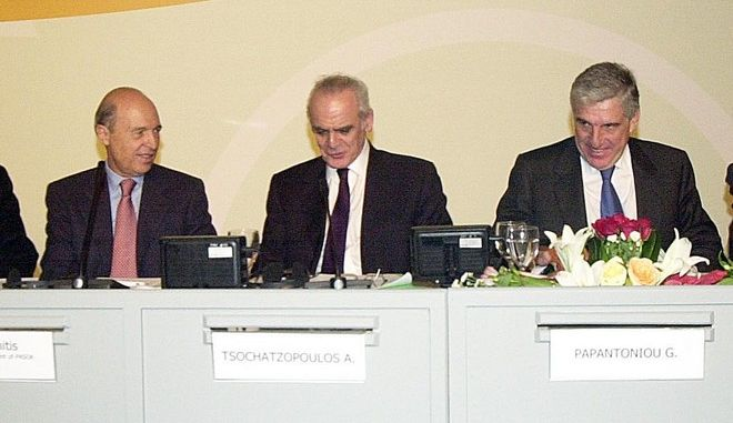 """Σημίτης, Τσοχατζόπουλος, Παπαντωνίου σε καρέ από το Ευρωπαϊκό Συμπόσιο ΠΑΣΟΚ με θέμα """"Σύγχρονοι Σοσιαλιστές, νέες απαντήσεις"""", το 2003"""