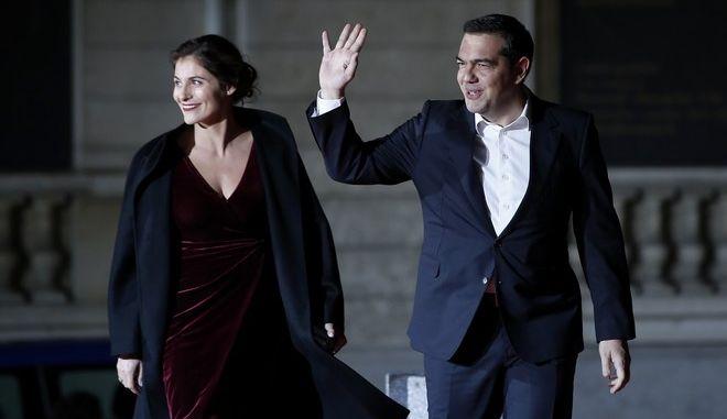 Ο πρωθυπουργός και η σύζυγός του στο γεύμα στο Παρίσι