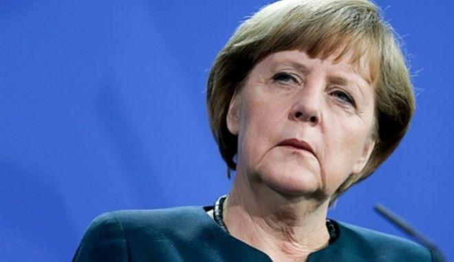 Ειρωνεία Μέρκελ για όσους δεν θέλουν την Σένγκεν: Ναι, ζωή υπήρχε και πριν την επανένωση της Γερμανίας